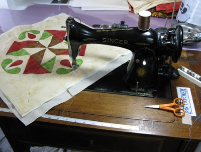 Vintage Singer sewing machine 15-91