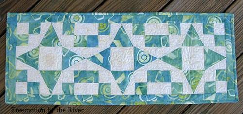 Bear Paw quilt block table runner