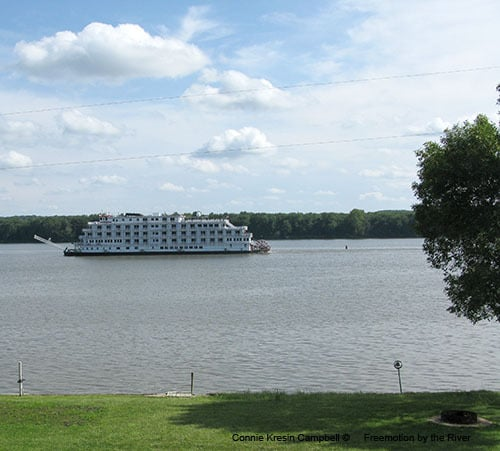 American Eagle boat on the Mississippi river