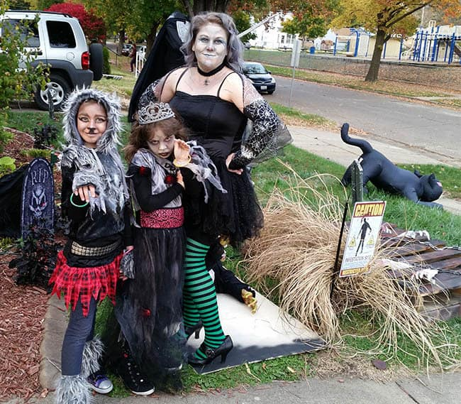 Halloween girls dresses up